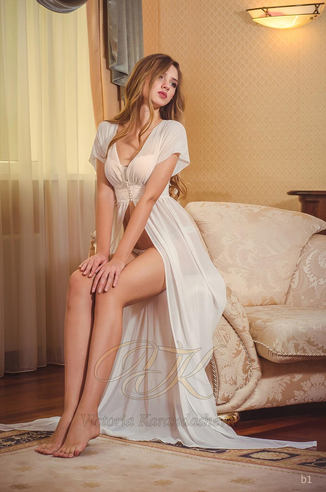 Белоснежное будуарное платье