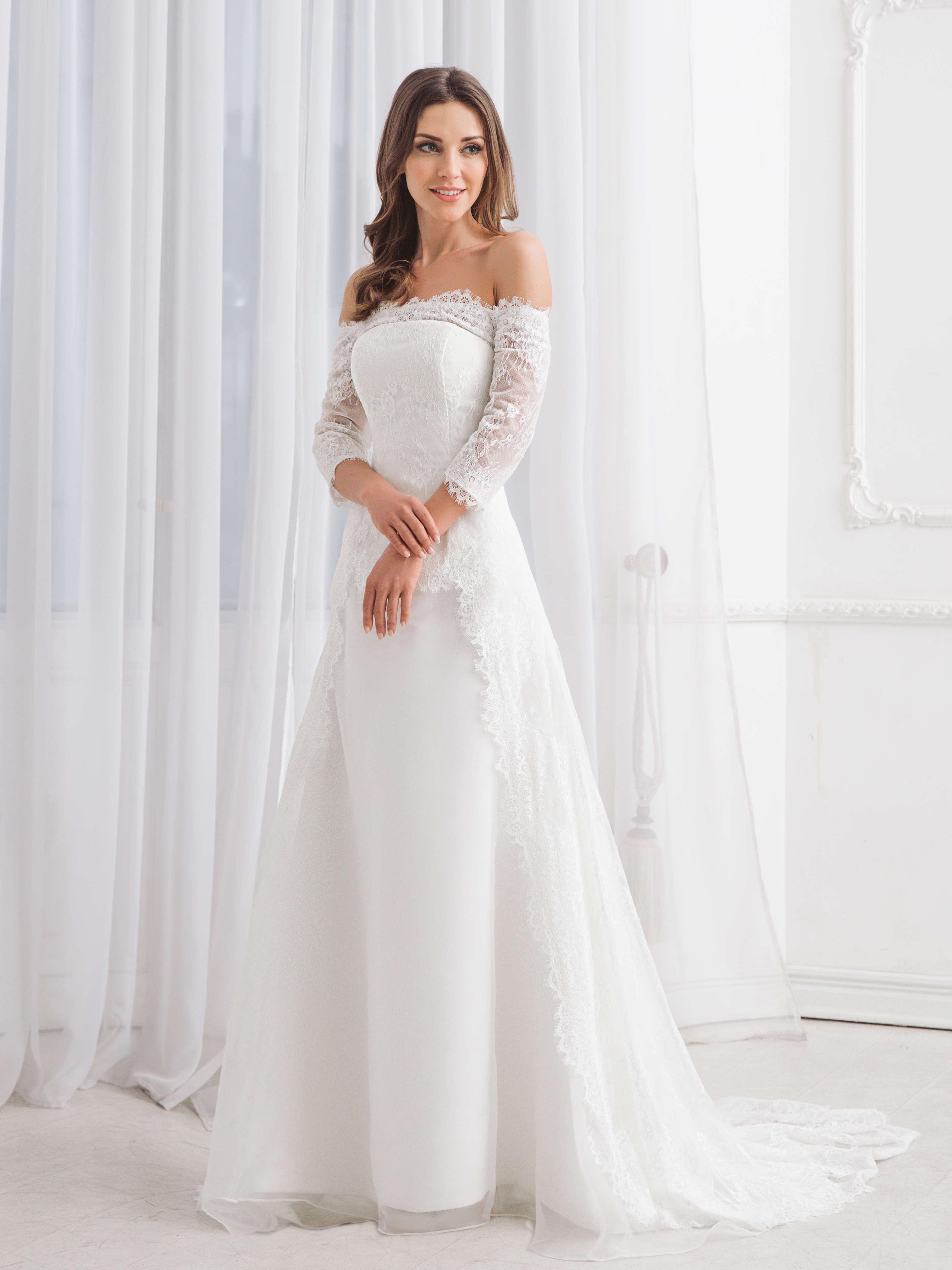 7839bba0d Образ невесты в кружевном свадебном платье – романтичный, нежный и легкий.  Кстати, этот материал подходит как для летних, так и для зимних нарядов.