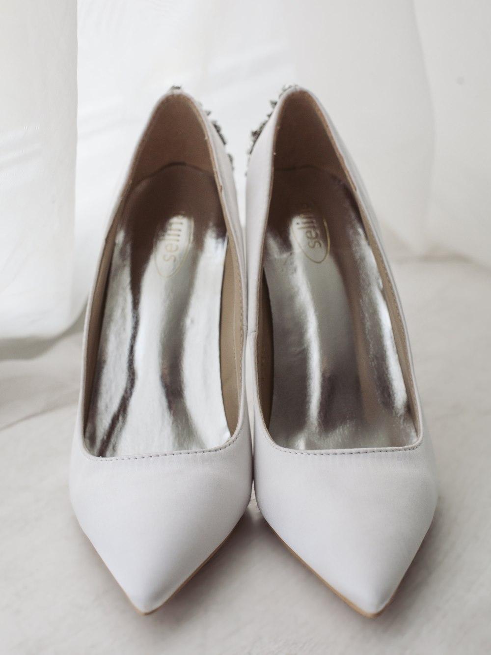 Туфли брошь белые