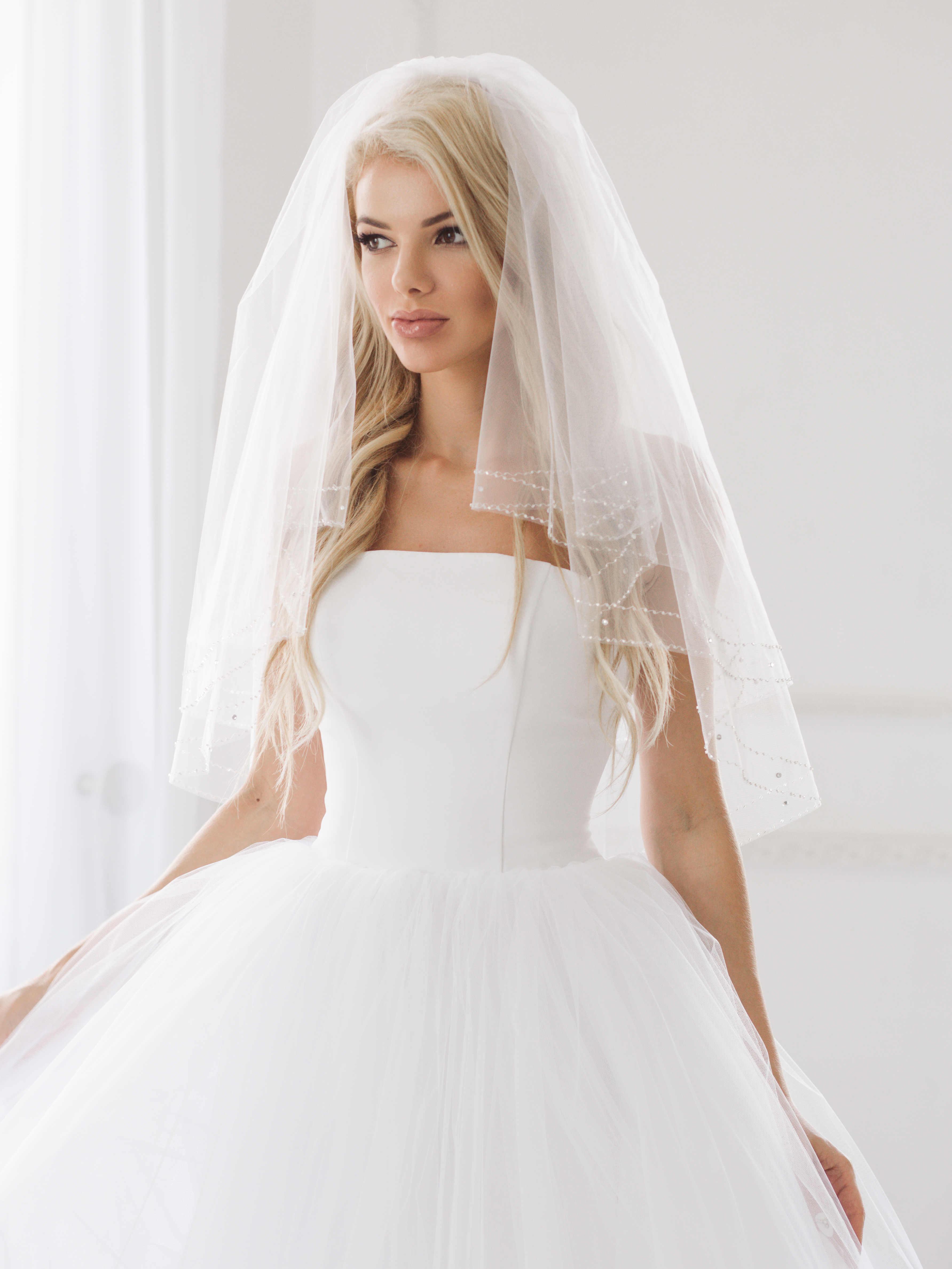 Фото равшаны курковой в белом платье словам