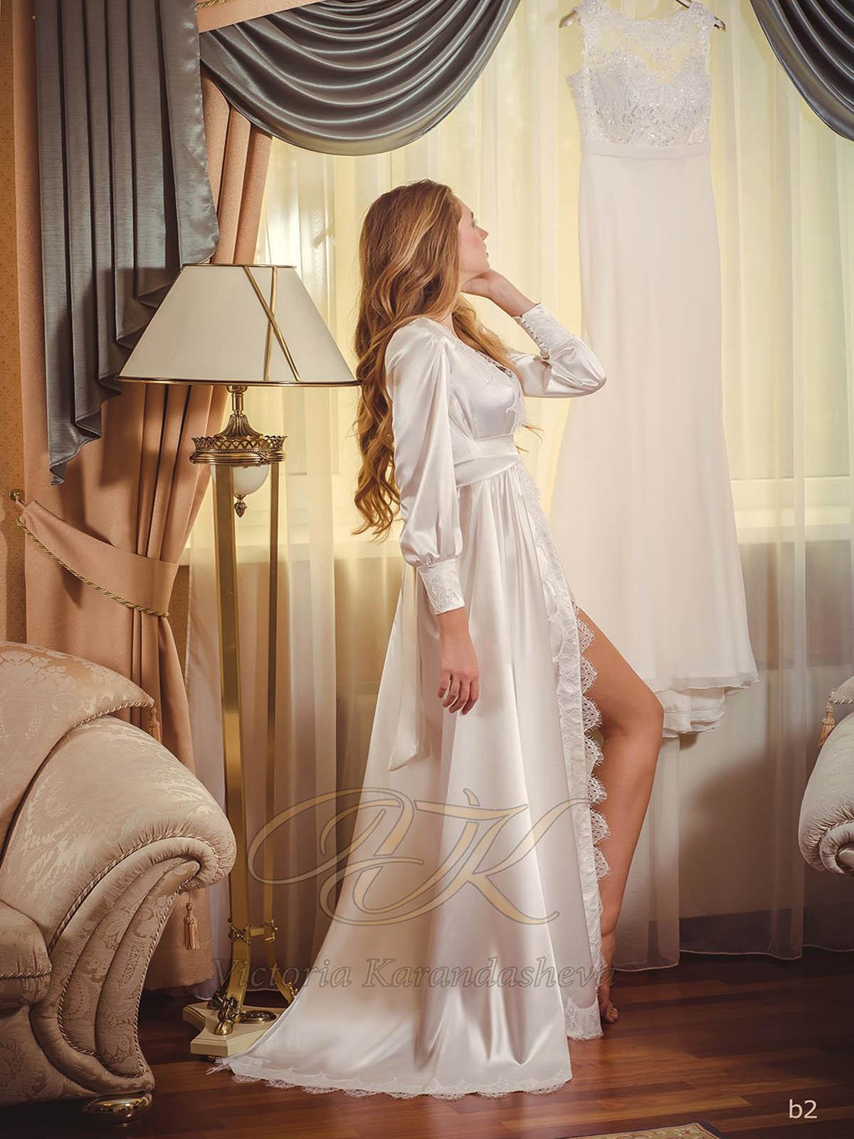 Атласное будуарное платье